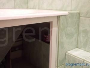 пространство между ванной и стеной