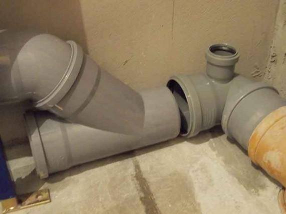 соединяем трубы канализации