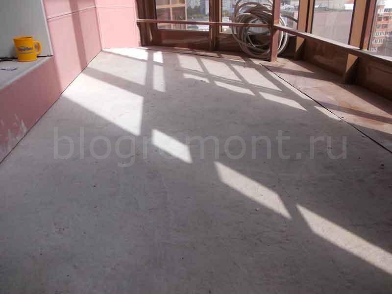 бетонный пол на балконе