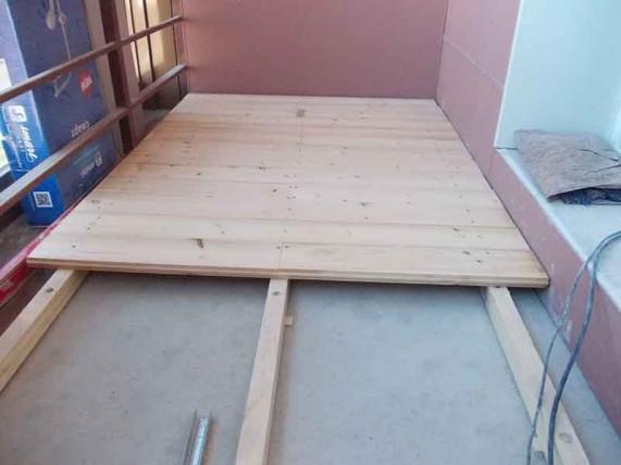 стелим деревянный пол