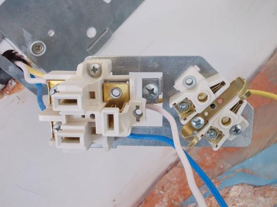 как крепить провода в клеммах